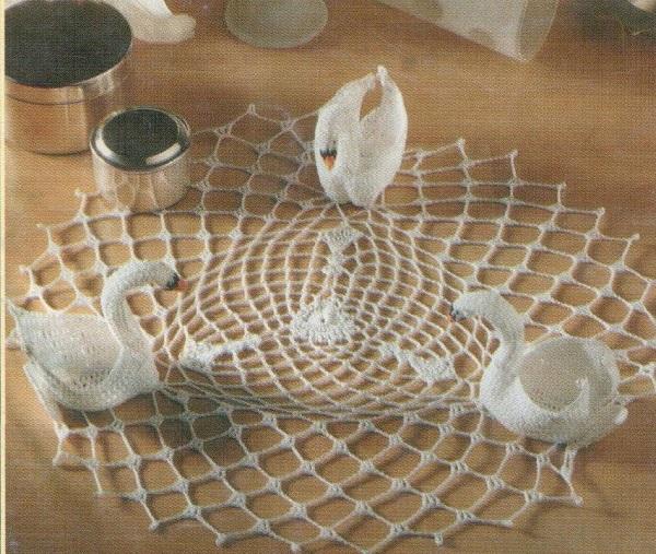 салфетками-лебедями можно